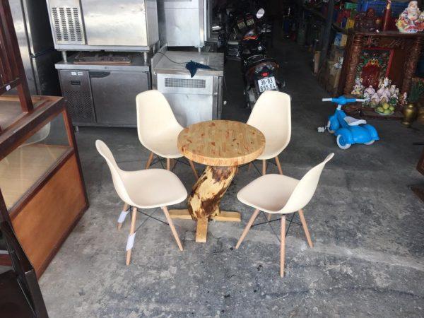 Bàn ghế cafe kiểu ngoài trời